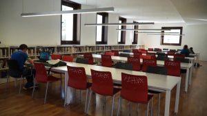 Orihuela y Torrevieja acogen aulas de conversación gratuitas en valenciano