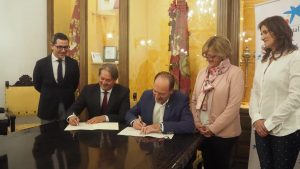 Bienestar Social recibe 30.000 euros de La Caixa para ayudar a las familias afectadas por la DANA