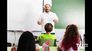 El Hospital Universitario de Torrevieja enseña fisioterapia e higiene postural a escolares