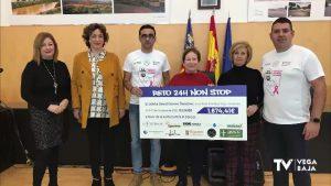 El atleta bigastrense David Gómez entrega recaudación solidaria a la Asociación del Cáncer