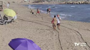 Limpieza manual y selectiva en las playas de Guardamar