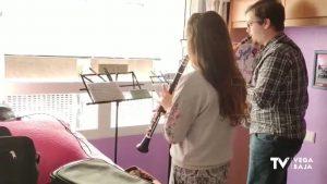 Los músicos de la Comunidad Valenciana participan en un festival desde sus balcones