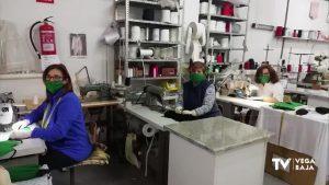 Costureras de Bigastro cosen mascarillas de protección contra el contagio del coronavirus