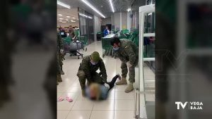 Detenida una mujer por robar con violencia en un supermercado de Almoradí