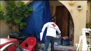 Cruz Roja reparte alimentos a las personas vulnerables ante el confinamiento