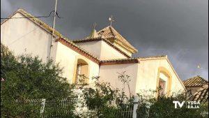 Un rayo destroza parte del tejado del campanario de la parroquia de La Matanza