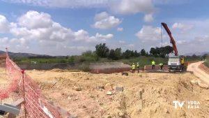 Avanzan las obras de reconstrucción del cauce del río Segura en Almoradí con el encofrado