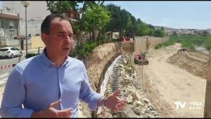 Formentera del Segura recupera parte del muro del cauce del río