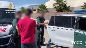 La Guardia Civil detiene en Almoradí a dos presuntos estafadores de botellas de whisky