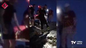 Los bomberos rescatan a un hombre herido de 63 años en el Monte de San Miguel de Orihuela