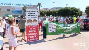 Concentración por la sanidad pública en las puertas del Hospital de Torrevieja