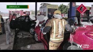Los bomberos excarcelan a una persona que había quedado atrapada en su vehículo tras un accidente