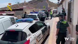 La Guardia Civil detiene a tres miembros de una misma familia en Cox por presunto tráfico de drogas