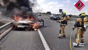 Incendio en un vehículo en la AP-7