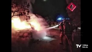 La rápida actuación de los bomberos evita un incendio forestal en San Fulgencio