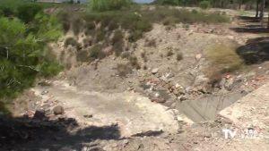 Amigos de la Sierra de Benejúzar luchan para que los vertidos desaparezcan del entorno