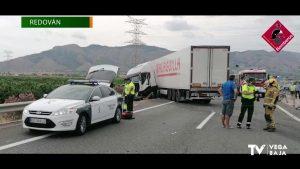 Un accidente de un camión deja bloqueada la AP 7