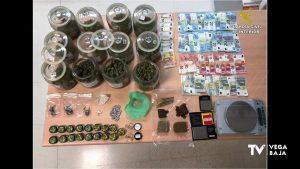 La Guardia Civil desmantela dos puntos de venta de droga en Almoradí