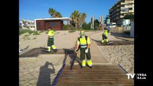 ADIS refuerza la limpieza y desinfección de las playas de Orihuela los fines de semana