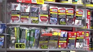 Sanidad anuncia la prohibición de fumar en la calle ante el incremento de casos de Covid-19