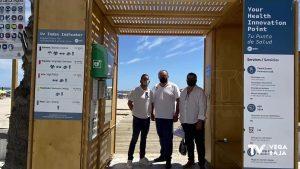 Orihuela instala una estación sanitaria en Cala Bosque para prevenir el cáncer de piel