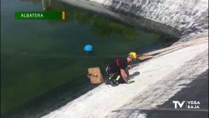 Rescatan a un perro que cayó en un embalse en Albatera