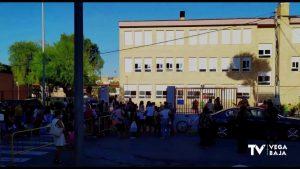 Tirón de orejas a los padres por no guardar la distancia de seguridad a las puertas del colegio