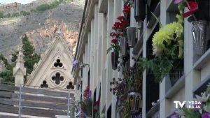La cita previa para acudir a los cementerios y el cierre de algunos hunde la venta de flores