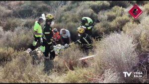 Un motorista choca con un guardarraíl de la CV-950 y cae por un terraplén de cuatro metros