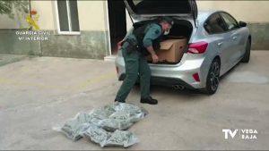 La Guardia Civil detiene a dos hombres en un control de la A-7 por llevar marihuana en el maletero