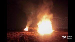 La quema de poda y rastrojos en un campo de Pinar de Campoverde se complica y acaba en incendio