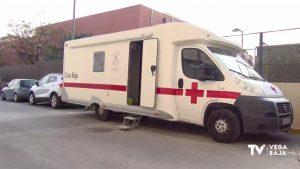 Una autocaravana con ducha da servicio a las personas sin hogar en la Vega Baja