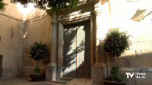 Fósiles en la puerta de poniente de la parroquia de los Santos Juanes de Catral