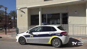 Un hombre se da a la fuga y agrede a dos agentes de Policía Local de Albatera