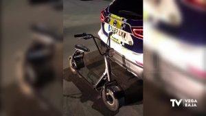 Dos jóvenes circulan por Pilar de la Horadada sin seguro, sin permiso de conducir y sin casco