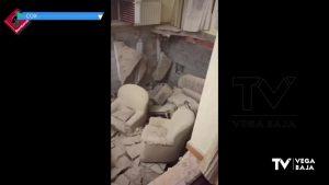 Tres heridos al hundirse parte del piso de una vivienda en Cox