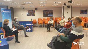 La presidenta del PP en la Comunidad Valenciana se reúne con mercaderes de la Vega Baja
