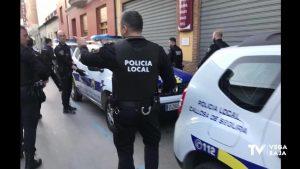 """La Policía Local de Callosa de Segura encuentra a unos """"okupas"""" sentados en el sofá de una casa"""
