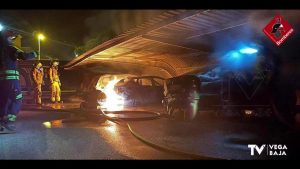 Cuatro vehículos calcinados en un incendio ocurrido en un parking de La Mata