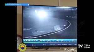 Un vehículo se mete en una rotonda en obras a la entrada de Los Montesinos