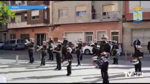 """La Banda de Tambores """"El Nazareno"""" de Rafal sorprende a los vecinos con un pasacalles navideño"""