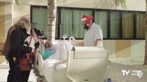 Jose A. Valero recibe en el Hospital de Torrevieja el más bello regalo que podía recibir en Navidad