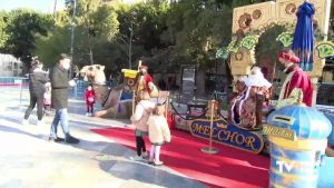 Los Reyes Magos reciben a los niños y niñas de Orihuela en cabalgata estática