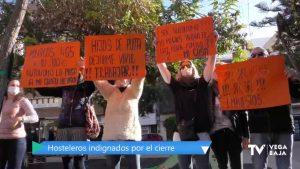 400 personas se concentran en Torrevieja para protestar contra del cierre de la hostelería