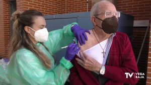 Empieza la vacunación de las personas mayores de 90 años en la Vega Baja
