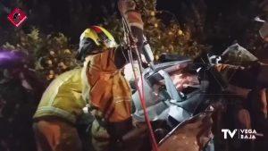 Una conductora se sale de la vía y queda atrapada en el interior de su vehículo en Orihuela