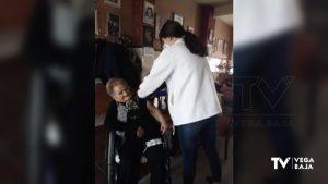 Vacunas a domicilio: los enfermeros acuden a casa de los mayores que no pueden ir al centro de salud