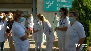 Los trabajadores del Hospital de Torrevieja siguen sin saber qué pasará con su futuro laboral