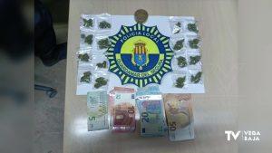 Detenido un joven de 21 años en Guardamar por viajar en un vehículo con 16 bolsas de marihuana