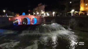 El Complejo Hidráulico Monumental de Rojales se ilumina de azul durante toda la semana